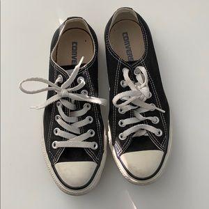 Black & White Converse Like new